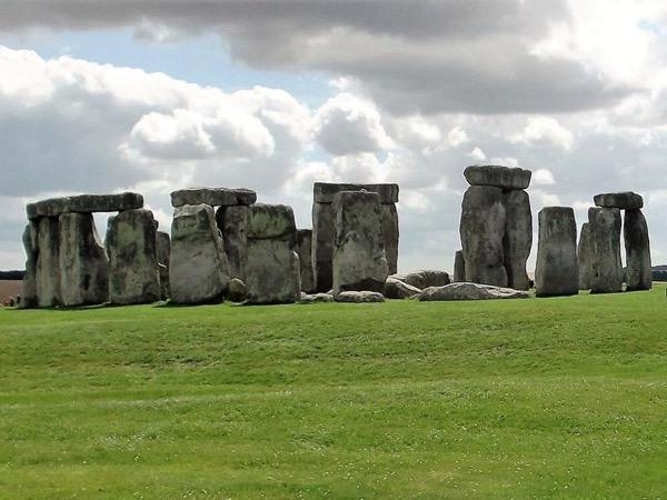 Stonehenge + Magna Carta (Salisbury Cathedral) Day Trip