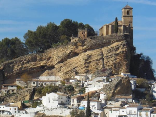 2 days: Granada, the Alhambra, castles and white enchanting villages.