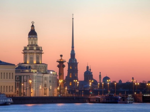St. Petersburg flexible tour, one day with a privateguide and driver