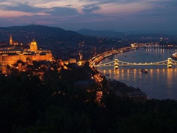 Budapest by Night Photo Tour
