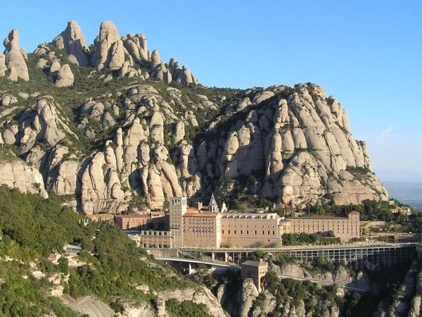 Montserrat & Wine & gastronomy: the perfect matching