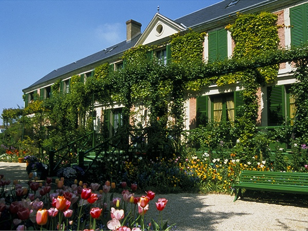 Giverny (or Chartres) and Versailles private full-day tour