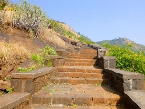 Full-day Tour to Lohagad Fort & Bhaja Cave