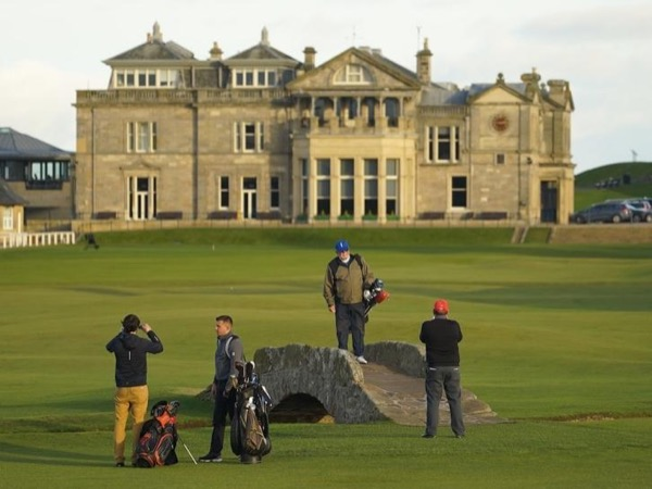 Personal tour from Edinburgh to St Andrews with University of St Andrews graduate