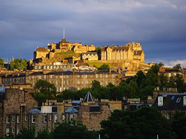 Personalised private driving tour of Edinburgh & it's surrounding areas with a local guide