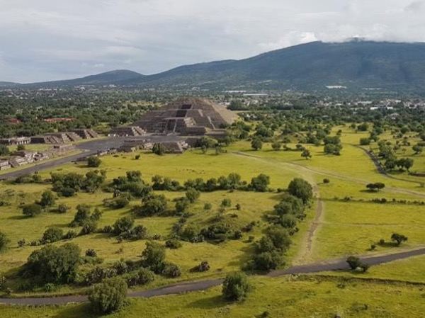 Teotihuacan 5 pax with large SUV Suburban