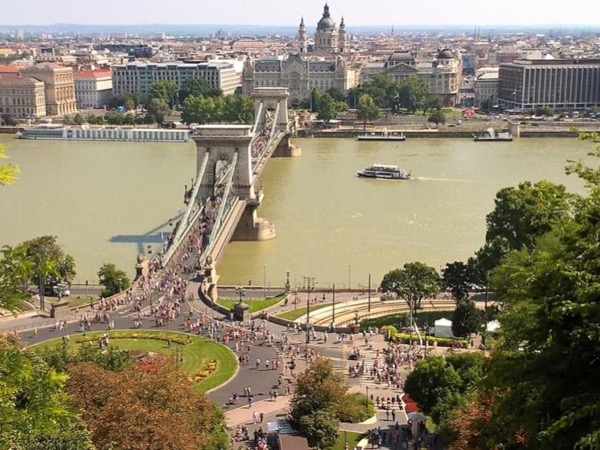 The best of Budapest by car in 4 hours