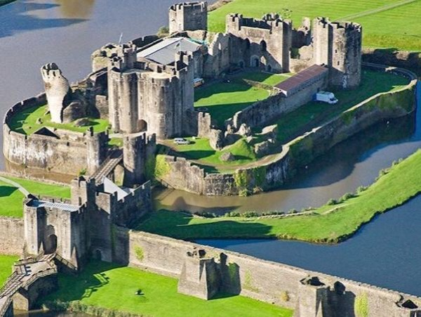 Caerphilly Castle & Brecon National Park