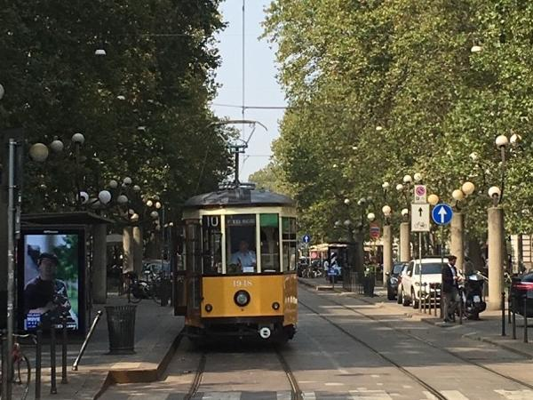 Food and tradition: old tram tour of Milan with lunch in a traditional Milanese Restaurant