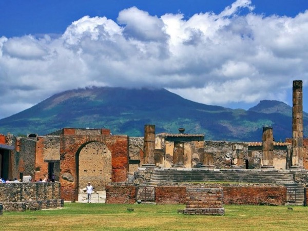 Pompeii, Vesuvius and Wine Tasting tour