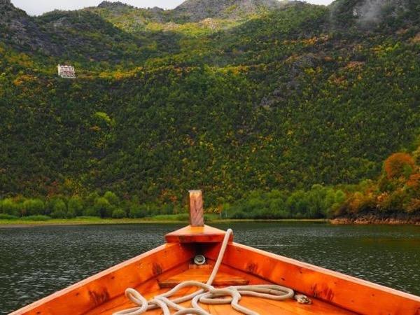 Boat drive through Skadar Lake and panoramic drive through old roads