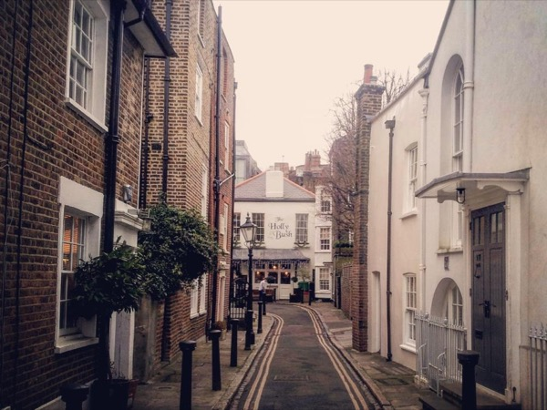 London's quaint old villages walking tour (with lunch in a famous old pub)