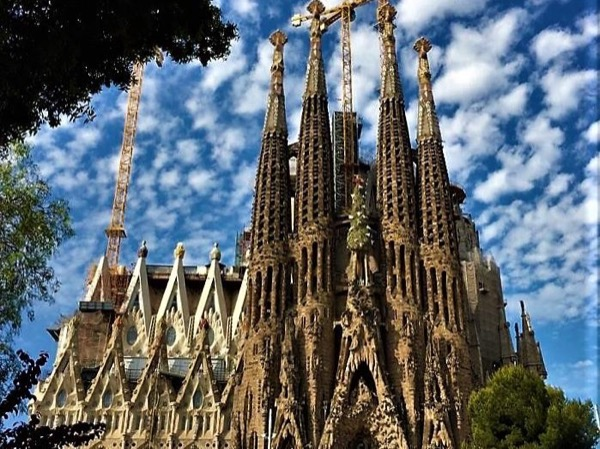 New COST EFFECTIVE 5hrs All Barcelona's Highlights with Sagrada Familia inside Visit Private Tour