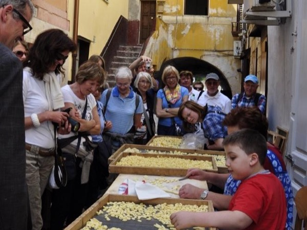 People of Bari (Private Walking Tour of Bari with official guide)