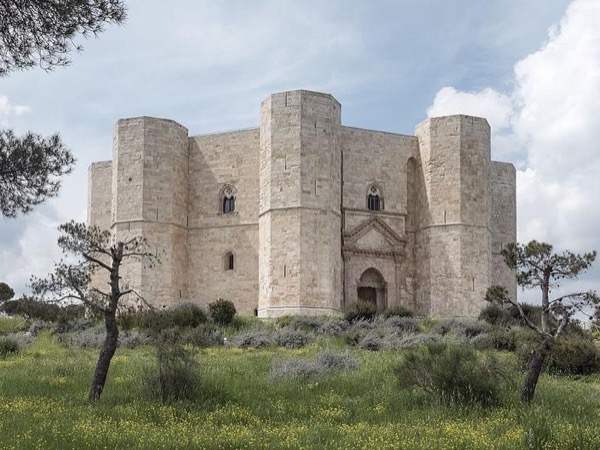 Castel del Monte (UNESCO), Trani and Molfetta private tour with official guide