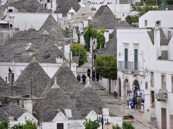 Alberobello (UNESCO) and Bari Private Day Tour with official guide