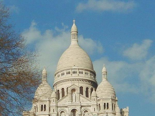 A 5hours Paris walking tour from Notre Dame to Champs Elysees and Montmartre
