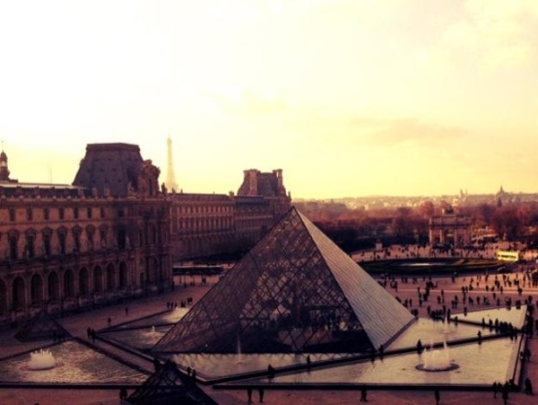 Paris Driven Tour and Louvre Museum Guided Half-Day