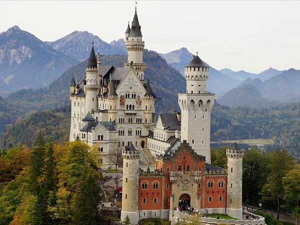 Private Neuschwanstein / Hohenschwangau and Oberammergau Tour