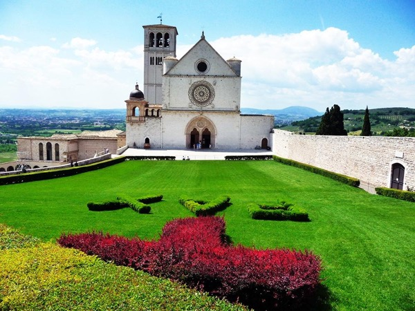 Day-trip to Assisi, Spello, Deruta and Montefalco from SIENA