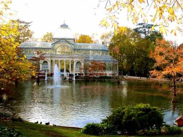 The four seasons at Retiro Park with the eyes of a Madrileño private guide