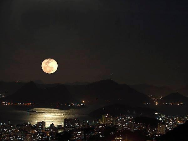 Rio by night Explore the varieties of Rio's nightlife. Private Tour with car