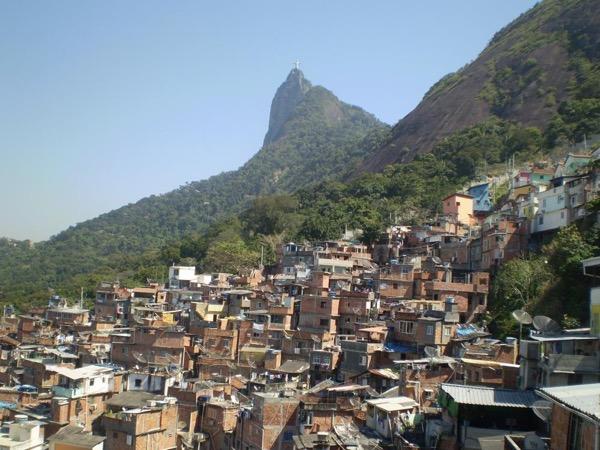 Santa Marta Favela Tour: about social contrast and reality