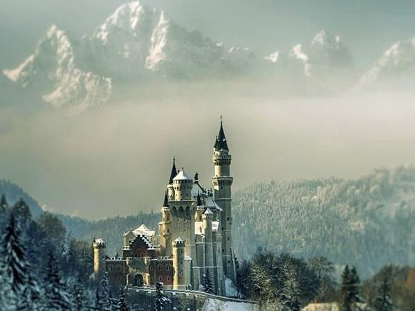 Neuschwanstein castle, Oberammergau and Linderhof palace in one day - Private Tour