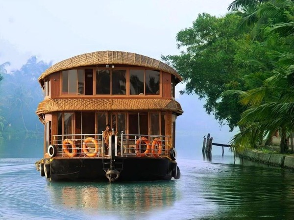 Houseboat Excursion in Kerala backwaters. Ideal for cruise ship passengers.