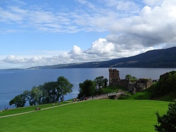 Outlander sites & Lochs, Castles & Battles from Inverness & Invergordon