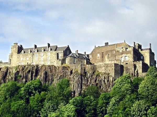 A Customised Private Day tour to Braveheart Country, Loch Lomond & Stirling Castle from your port or accommodation in Edinburgh