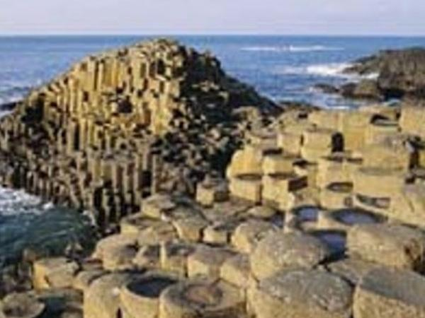 Private Luxury Guided Chaffeur Day Tour To The Rope Bridge & Giant's Causeway