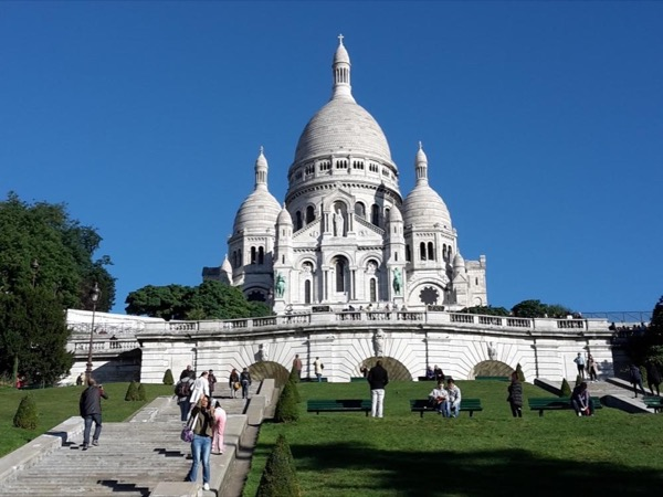 The two sides of Montmartre