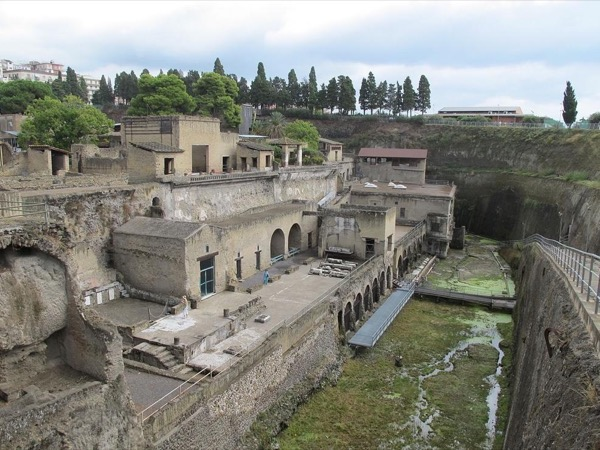 Herculaneum guided tour with an Archaeologist