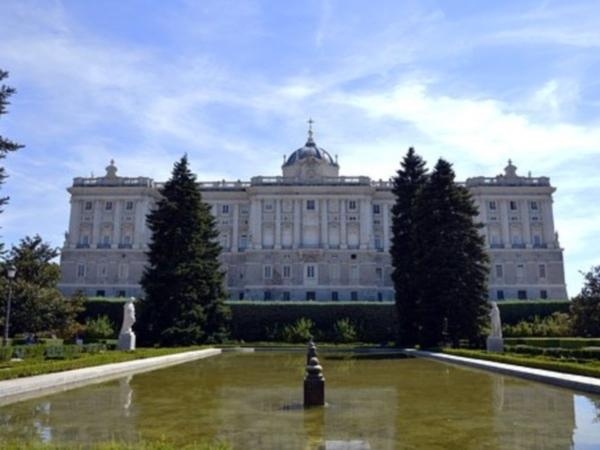 A Skip-the-Lines Walking Tour of Historical Madrid and the Royal Palace