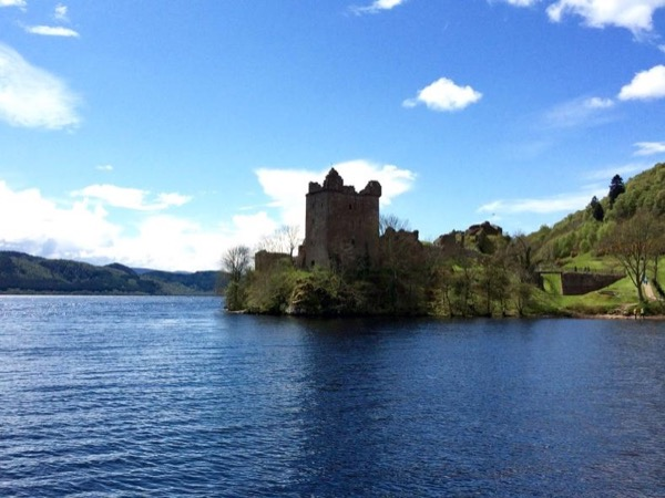 Loch Ness, castle and whisky - Private tour half day.