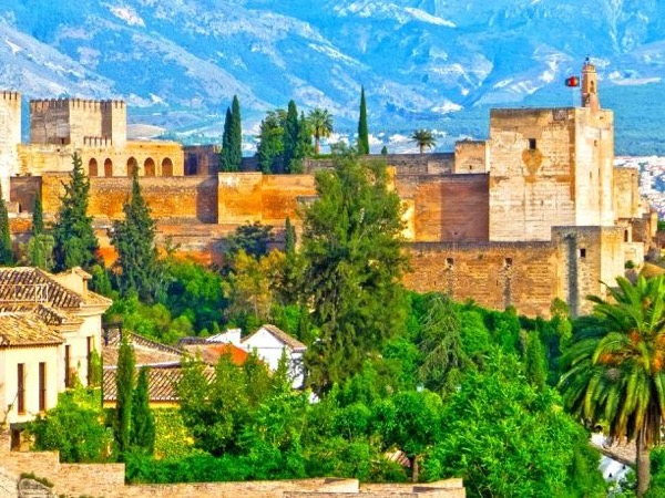 Private Alhambra Tour of the free access areas and its sorroundings