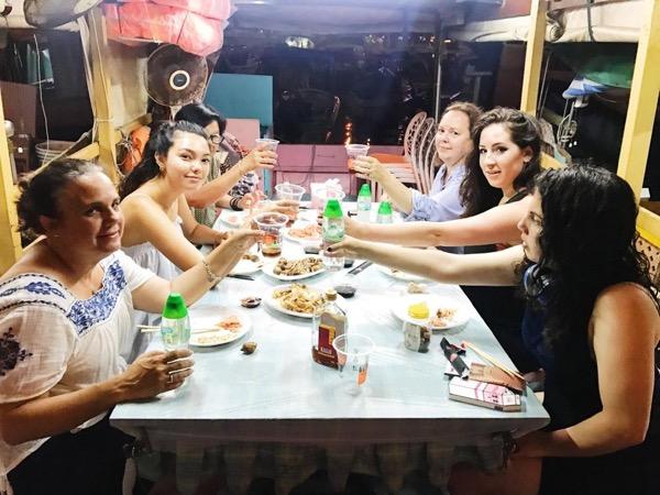 Eat Hong Kong Typhoon Shelter Crab on a Sampan Boat (4Hrs)