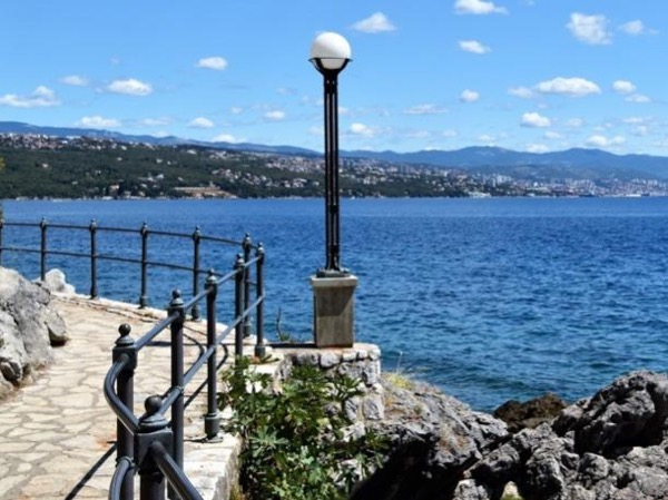 Volosko, Lungomare and the Opatija mansions