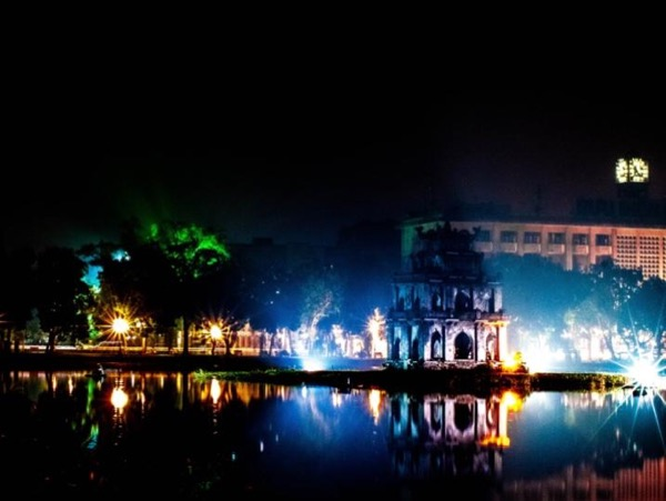 Hanoi By Night Tour Including Water Puppet Show and Cyclo/Rickshaw Ride