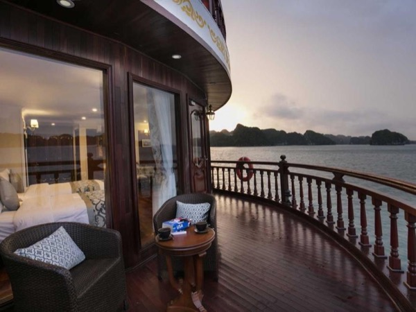 Halong Bay 2D1N - Overnight on a 5-star Emperor cruise (All-Inclusive service & butler service)