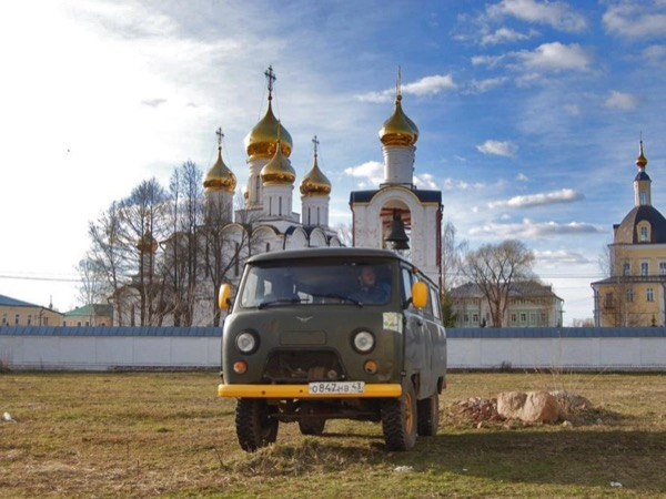 Road-Tripping from Moscow to St. Petersburg with your private tour guide