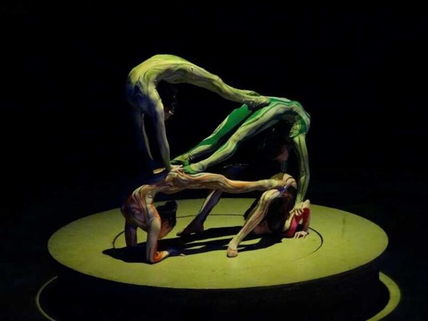 SPIRAL acrobatic show tour