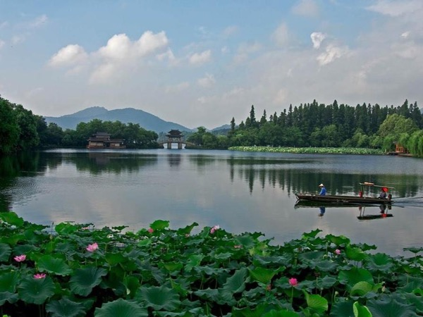 One Day Trip to Hangzhou by Bullet Train out of Shanghai