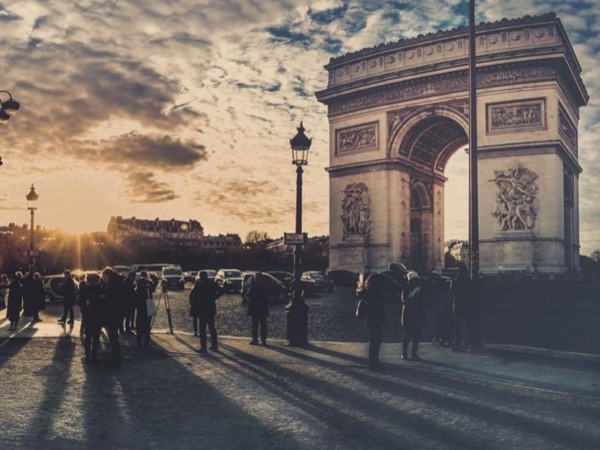 Essentials of Paris: Highlights Panoramic Half Day Tour