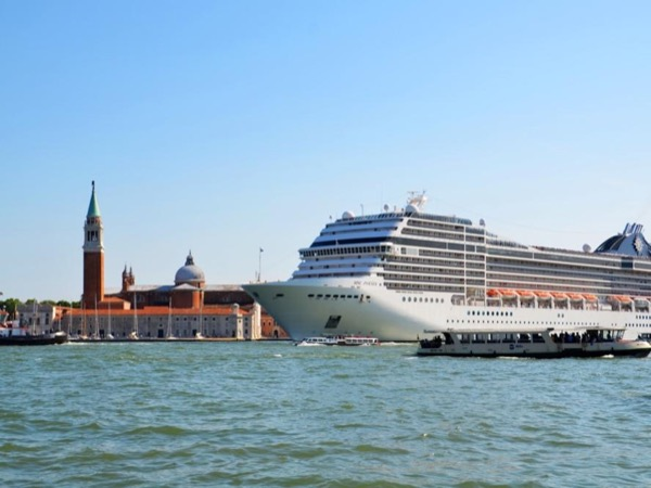 Highlights of Berlin - Shore Excursion from Warnemünde for individuals and small groups