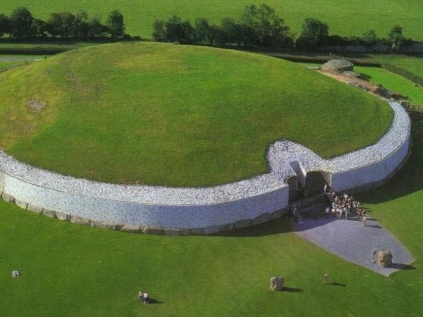 Newgrange Megalithic Tombs and Boyne Valley Private Tour