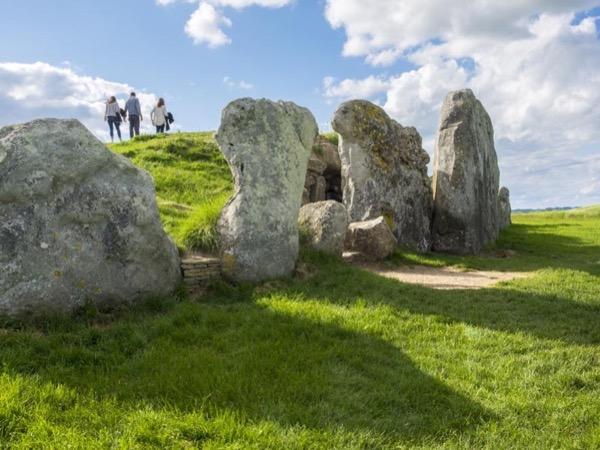 Stonehenge, Woodhenge and Avebury Stone Circle - A Private Tour from London