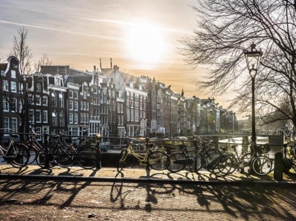 A Private Boat Tour Through the Amsterdam Canals and Architecture