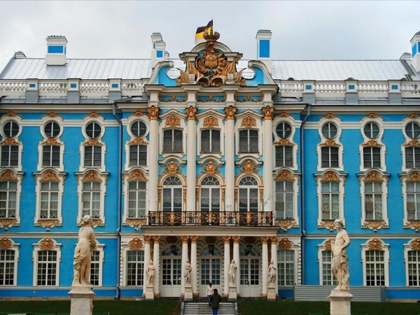 Unforgettable 1-day Private Tour of Peterhof and Catherine Palace (including The Amber room)
